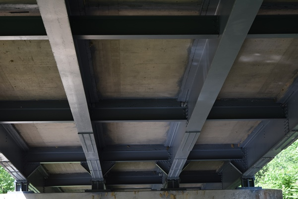 A concrete deck bridge with a PAS two-coat system. This bridge was rated as very good.